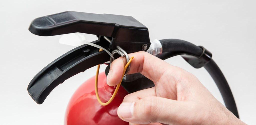 uso indevido de extintores em condomínio